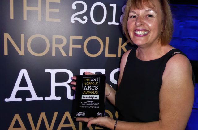 Debbie Thompson with the People's Choice award